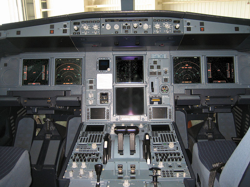 800px-Airbus_A330-200_flight_deck_forward_displays