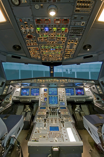 Airbus A340 cockpit by cool images786 (4)